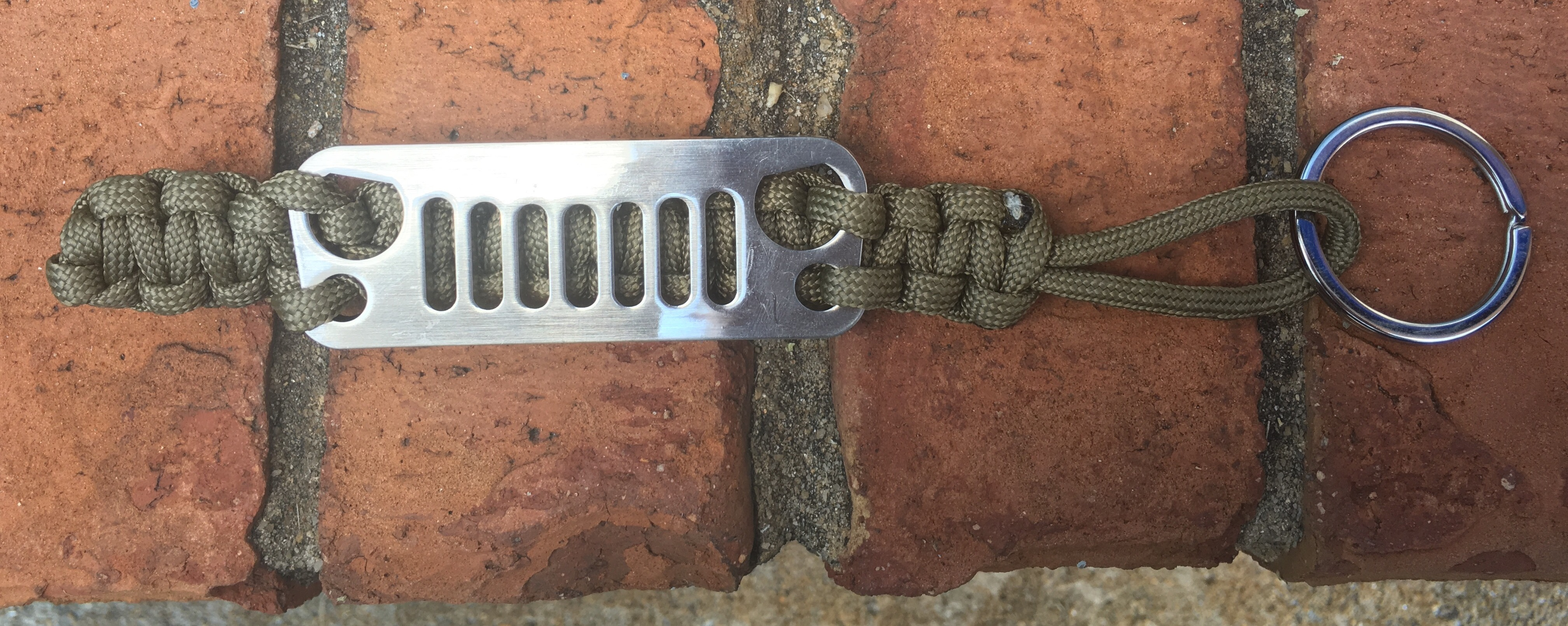 Jeep Grille Paracord Keychain in Olive
