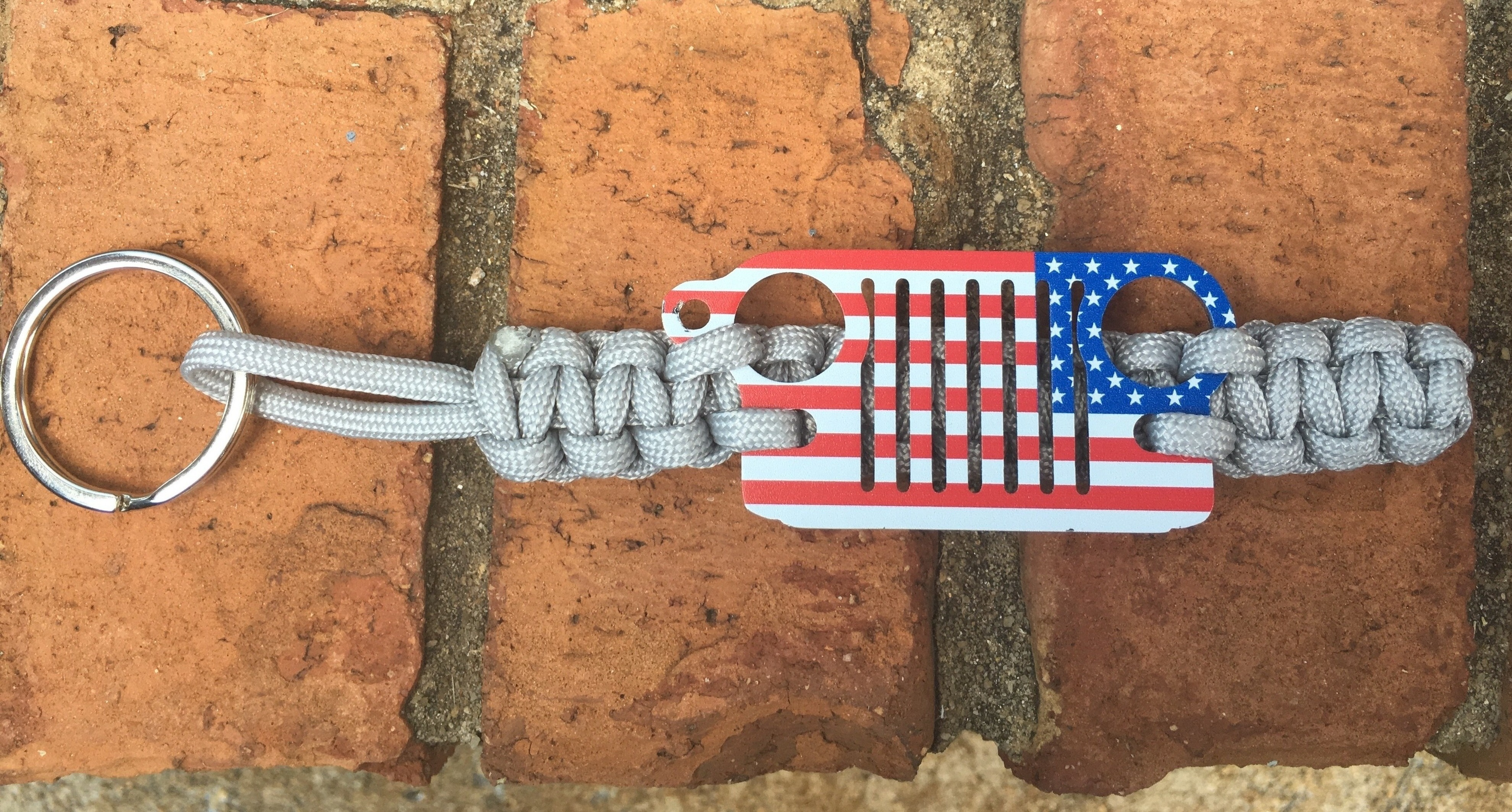 Jeep Grille Paracord Keychain in Silver with Flag Grille